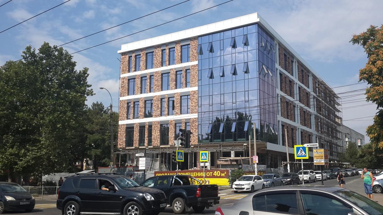 Зеркальное здание в Симферополе на ул. Гагарина, Тонерленд;