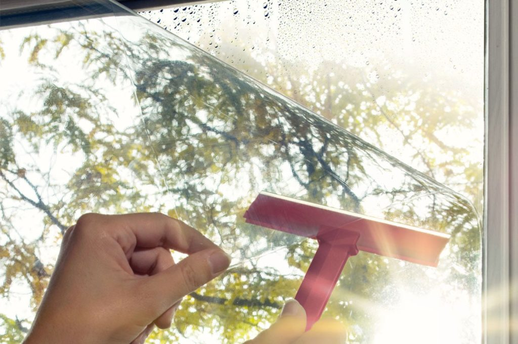 Энергосберегающая пленка на окне ПВХ